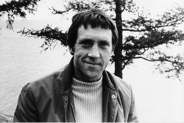 11 фактов про то, что связывает знаменитого поэта с нашей страной  В ночь на 25 июля 1980 года Владимир Высоцкий умер в своей квартире от острой сердечной недостаточности. Как раз в это время в Москве проходили XXII летние Олимпийские игры, и про смерть всенародного люб