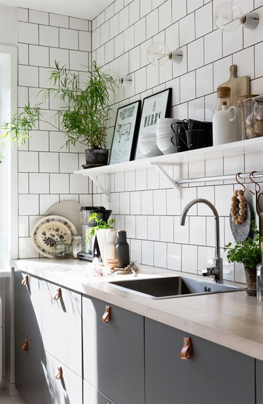 Black, White, and Wood Kitchen Inspiration via Plaza Interior @Idle Hands Awake | DIY Tutorials + Creativity http://idlehandsawake.com/black-white-and-wood-kitchen-inspiration/