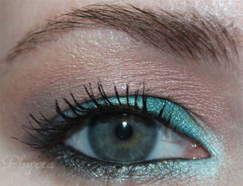em Michelle Pham Shade Play Montego Bay Teals Tutorial. Pin now, watch later! #beauty #makeup #michellepham #teals #eyeshadow #tutorial