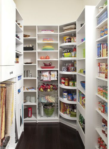 Oh, to be so organized and have so much space in a pantry!!