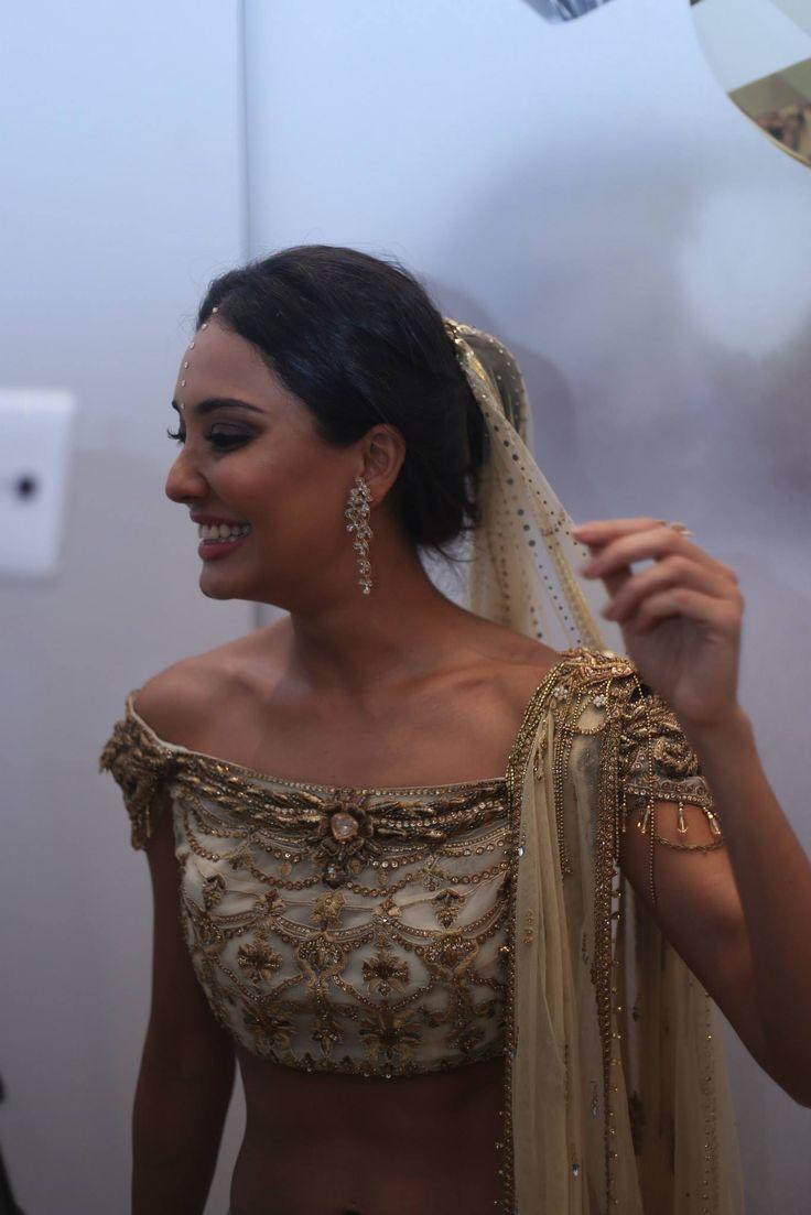 Lisa Hayden In A Stunning Tarun Tahiliani White & Gold Embellished #Blouse.