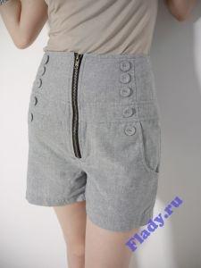 Стильные серые шорты с декоративными пуговицами
