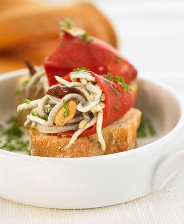 Montadito de pimiento del piquillo con gulas | Delicooks | Good Food Good Life