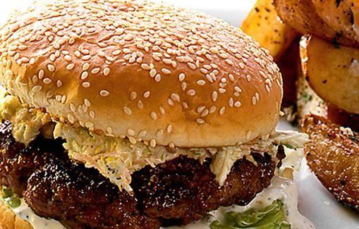 Itsetehtyä hampurilaista ei voi edes verrata pikaruokaloiden tarjoamiin burgereihin.