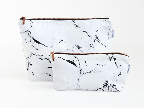 marble and copper toiletry bag A wash bag in marble look with a zipper made of copper. A stylish bag for the little things that you like to take