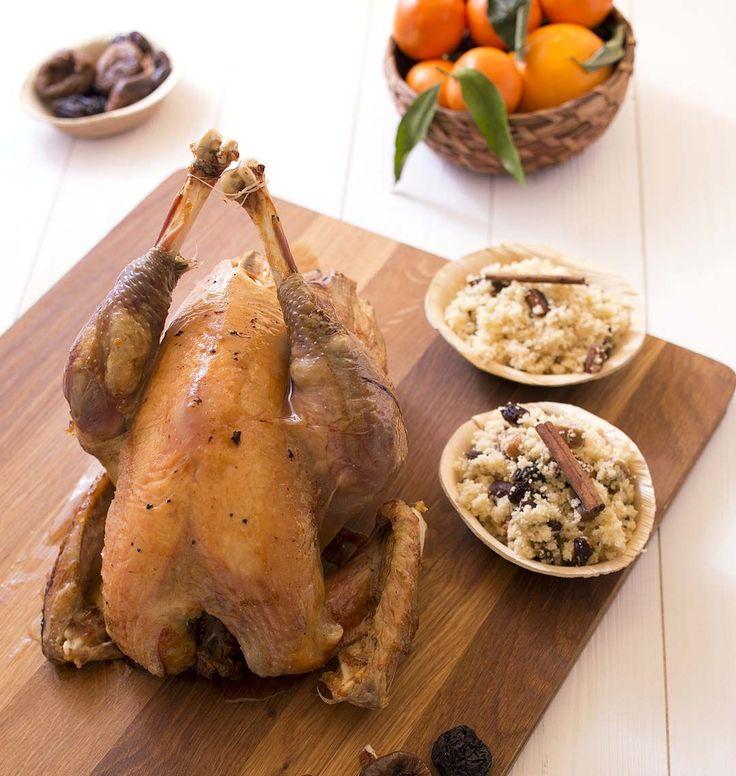 Pour Noël j'ai trouvé LA recette parfaite de chapon. Cuit au four, il reste moelleux grâce à la farce de à base de fruits secs. On s'est régalé !