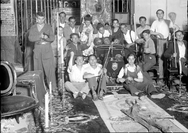 Alfonso. Milicianos que ocuparon la Iglesia del Carmen en Madrid. Foto completa, con buena resolución. Primeros de agosto 1936, publicada en ABC.