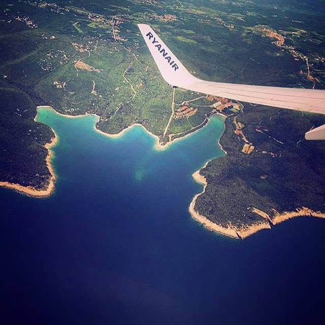 Flying over #pula - what a beautiful coastline. Tag someone you want to lie on one of those golden beaches with!  thanks to @jelenaa92 for the gorgeous picture  #ryanair #ryanairstories #pula #croatia #hrvatska #beach #holiday #sunshine #travel #islandhopping #travelgram #instatravel #loveeurope #avgeek #aviation #boeing Hotels-live.com via https://www.instagram.com/p/BFOssM0vZ38/ #Flickr
