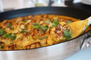 Kycklingbullar i curry- och jordnötssås - enkel vardagsmat som smakar mycket!