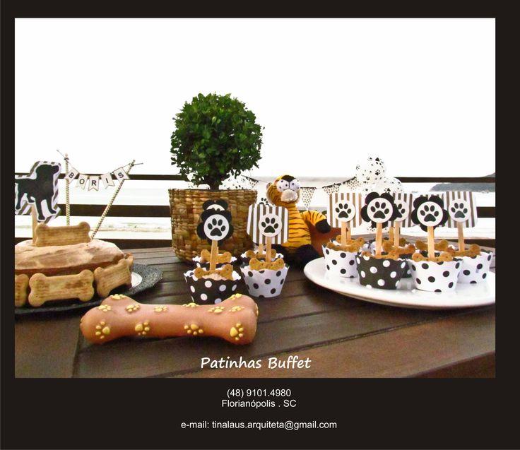 Cup cakes com receita especial para cães, decorados com o tema da festa. Patinhas Buffet para pets