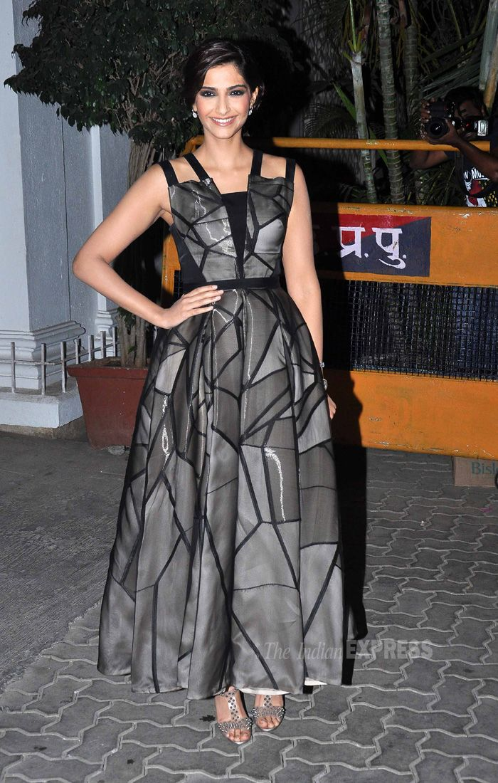 Sonam Kapoor at Karan Johar's birthday bash. Her style can never cease to amaze me.