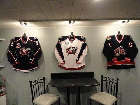 beautiful hockey jersey display in the man cave thanks to shirtwhiz decorating with sports. Black Bedroom Furniture Sets. Home Design Ideas
