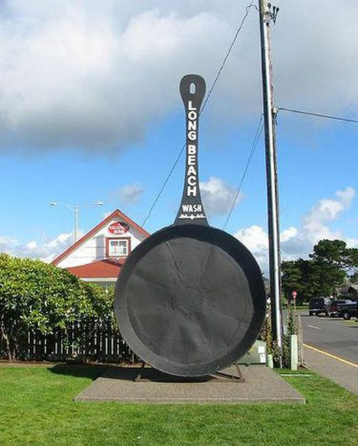World' Largest Frying Pan in Long Beach, Wa from 10-Weird-and-Unusual-Things-to-See-and-Do-in-Washington-State