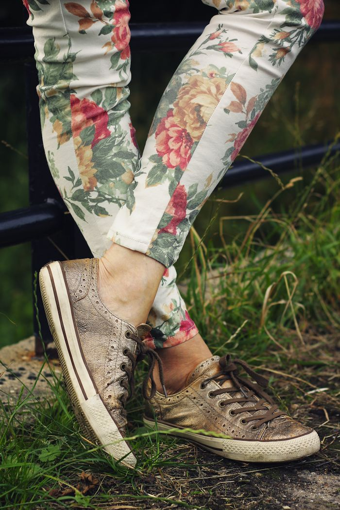 leather sneaks and florals: Floral Prints, Skinny Jeans, Leather Sneakers, Floral Skinny, Leather Shoes, Floral Pants, Floral Jeans, Floral Fashion, Cut Flower