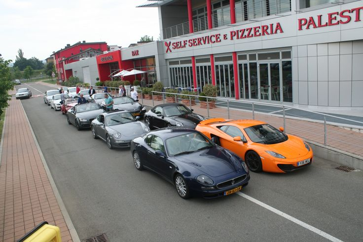 Maranello village - DD Autoreizen door de Dolomieten. Bezoek aan Ferrari.