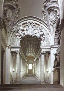 Парадная лестница в Ватикане Лоренцо Бернини. Ренессанс в архитектуре. Фото