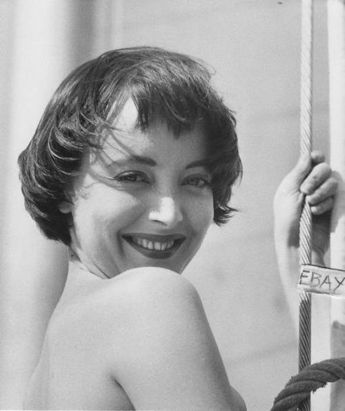 carolyn jones height