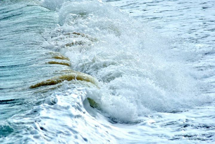 the caresses of sea