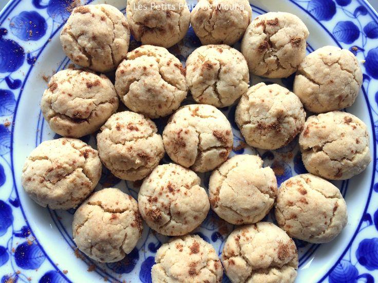 Ghriba est un biscuit traditionnel dégusté au Maroc pendant les périodes de fête, comme l'aïd. Simple à réaliser, il nécessite peu d'ingrédients. Il fond en bouche et est délicieux avec un thé ou un café, ou même un verre de lait pour les enfants ! La recette est à découvrir sur le blog : https://mounacuisine.wordpress.com/2016/07/04/ghriba-bahla-sable-traditionnel-marocain/
