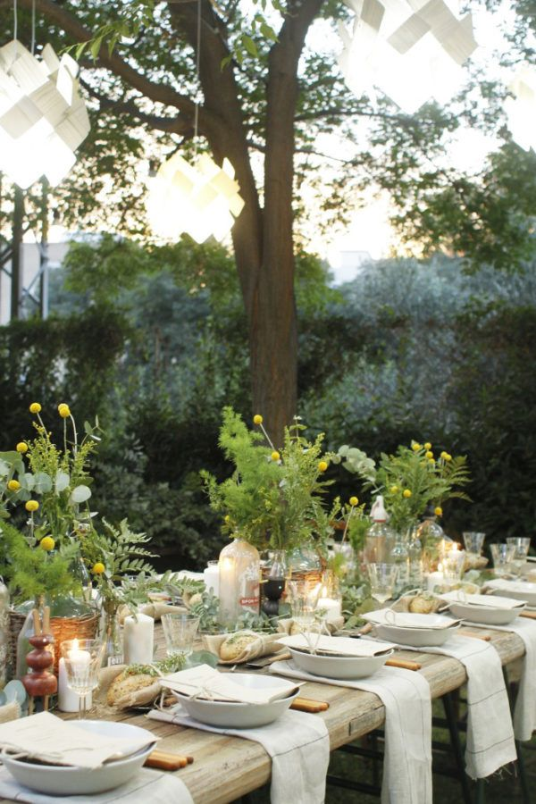 Ever daydreamed about having your friends over for a little seasonal soirée? Your mind wanders through images of fresh flowers and cocktails, your best pal