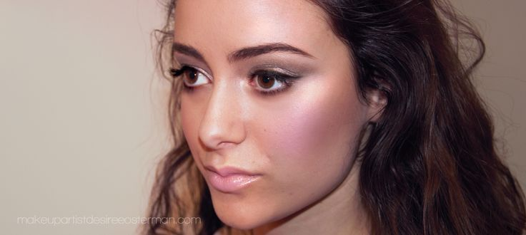 Victoria wearing Bella Vi Certified Organic Foundation and Moon Shimmer Illumizer for makeupartistdesireeosterman.com