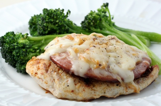 Skillet Chicken Cordon Bleu (GREAT idea to skip the traditional breading altogether!): Low Carb, Skillet Cordon, Skillet Chicken, Chicken Dishes, Yummy Food, Skillets, Chicken Cordon Bleu, Simpel Cordon, Carb Yummys