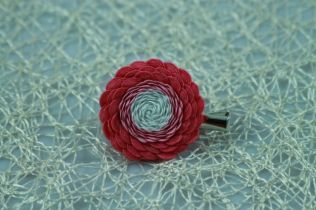 Ružovo biela látková brošnička