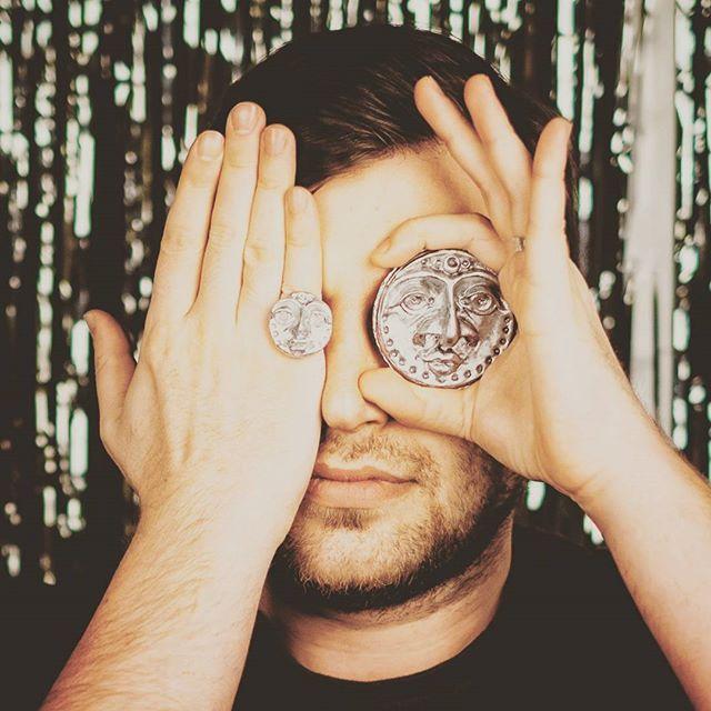 А какое лицо вам больше подойдет? 🌝🌚😎 #orsoface #orsinhaface #ring #rings💍 #handmadejewellery #handmade #handmadegifts #boy #photo #face #facetoface #ethnicface #ethnic #brooch #brooches #forsale #coloursilver #handcrafted #hand #byhand #лицо #ручнаяработаназаказ #ручнаяработа #брошь #брошьручнойработы #кольцо #кольцоручнойработы