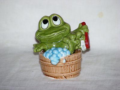 Frog Taking Bath Salt Pepper Shakers Ceramic Japan Vintage