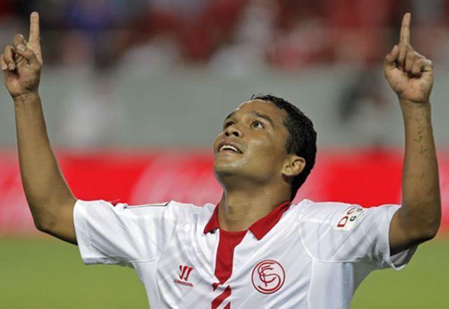 Carlos Bacca vuelve al gol con el Sevilla