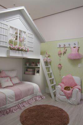 pensar na possibilidade de embutir a cama dela na casinha...