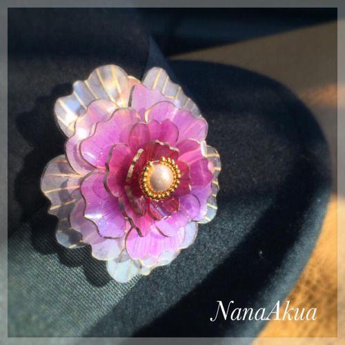 年末に日本ヴォーグ社のパーティー用に作った立体プラバンのピンクの花のブローチ。 最近は黒い帽子につけて普段使いしてます。 #プラバン #プラ板 #shrinkplastic #ナナアクヤ #プラバンアクセサリー #shrinkydink #brooch #ブローチ #handmade #handicraft #accesory #shrinkydinks