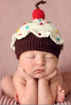 Cupcake Baby Knit Hat THIS ADORABLE CROCHET HAT IS PERFECT FOR YOUR NEXT NEWBORN OR CHILDREN SESSION.