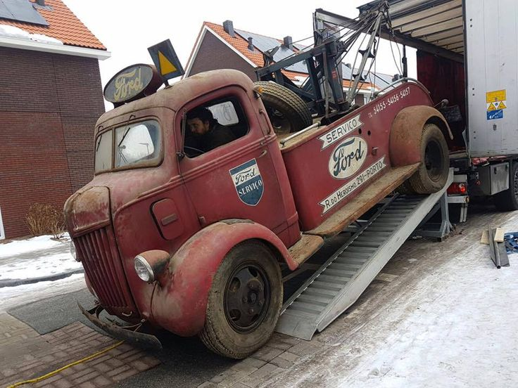 Best Coe Tow Truck With A Custom Vintage Bed Being Unloaded 640 x 480