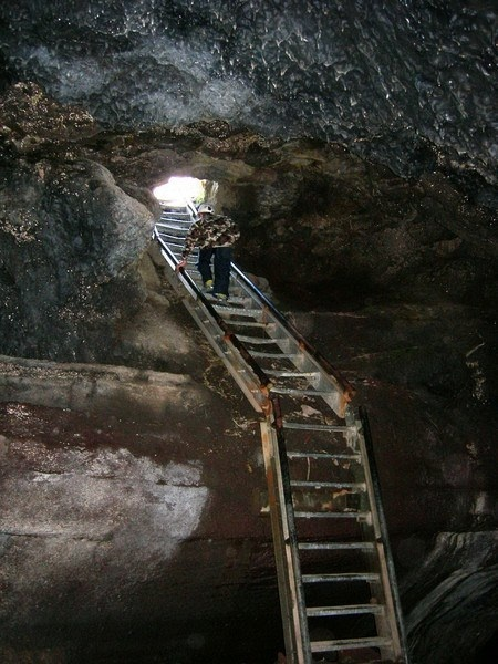 Hiking Ape Caves-Washington  Mt St Helen National Park