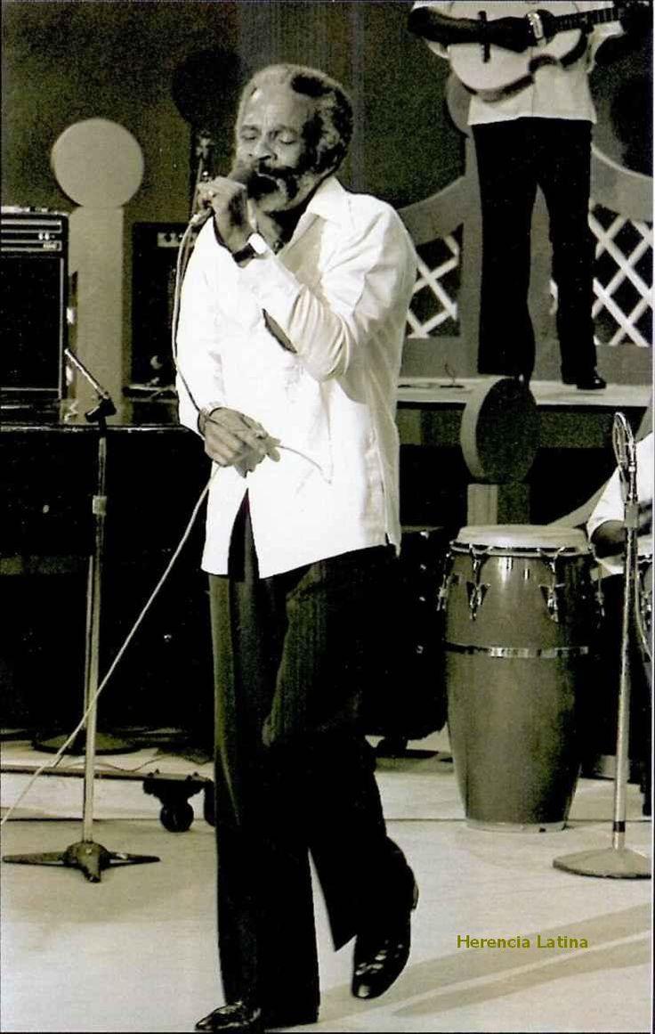 """Ismael Rivera (San Mateo de Cangrejos, Santurce, Puerto Rico, 5 de octubre de 1931 - 13 de mayo de 1987), simplemente conocido como por el apodo de """"Maelo"""", """"el Sonero Mayor de Puerto Rico"""" y también como """"el Brujo de Borinquen"""" fue un cantante puertorriqueño de música popular. En los años setenta formó parte de la Fania All Stars."""