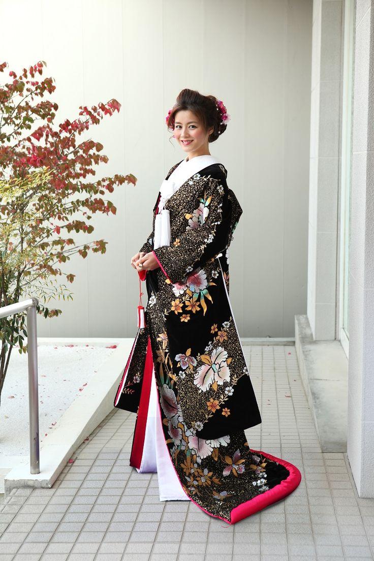 珍しいベルベット素材のモダンな逸品 ♡花嫁衣装 色打掛 黒の参考まとめ♡