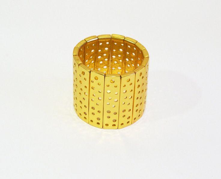 Brazaletebañado en oro de 24 K, hecho a la cera perdida usando una aleación pura de metales, película de protección para proteger el baño en oro. Llevate un po