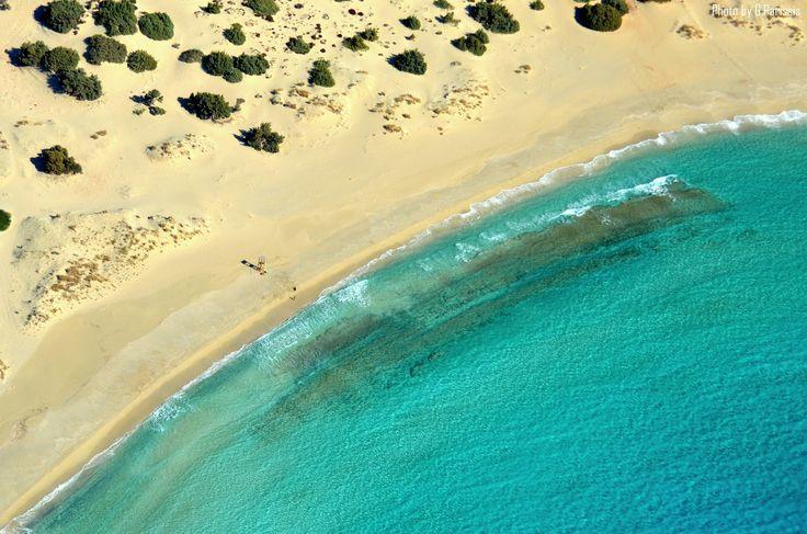 Οι 15 παραλίες που πρέπει να επισκεφτεί κάθε Έλληνας