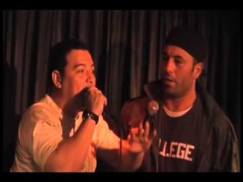 Joe Rogan VS Carlos Mencia, ONSTAGE VIDEO.
