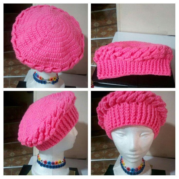 Gorro con bolitas,color rosa.