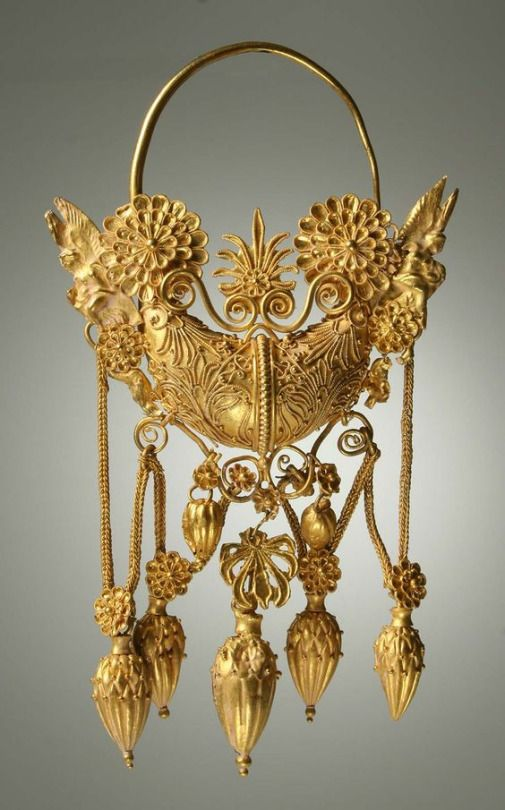 Ancient Greek gold earring, dated to between the 4th and 2nd centuries BCE. Currently located in the Museo Nazionale Archeologico di Taranto (MARTA Museum).