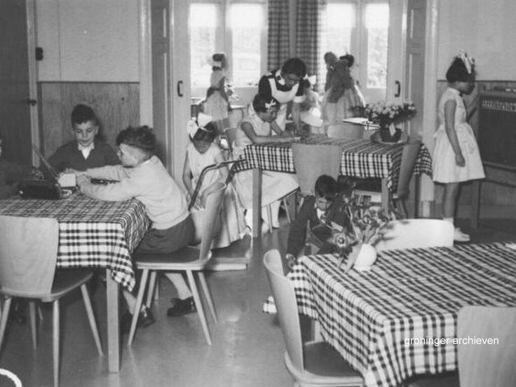 Herewegbuurt, Waterloolaan 22, kindertehuis van het Leger des Heils bij de opening in 1958