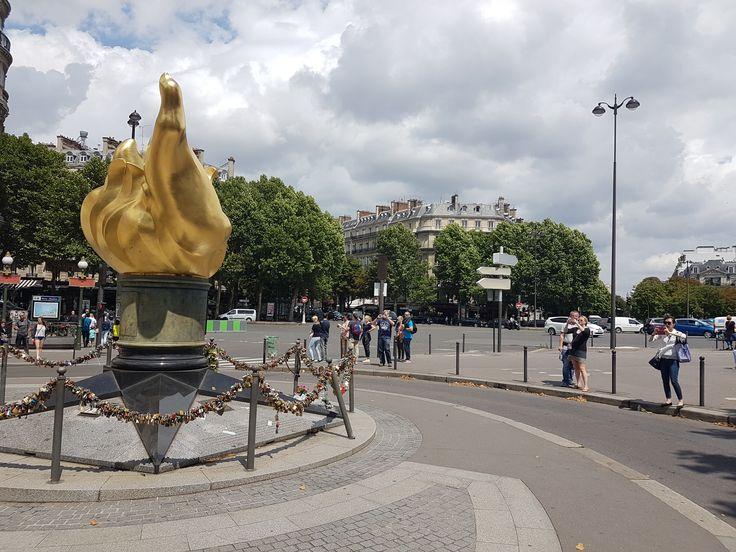 Liberty Trans moto taxi-Paris Place de l'Alma 75116 Paris