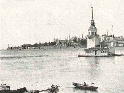 100 yıl önce Kız Kulesi İstanbul-un sembollerinden Kız Kulesi hakkında çeşitli rivayetler vardır. İstanbul Boğazı-nın Marmara Denizi-ne yakın kısmında, Salacak açıklarında yer alan küçük adacık üzerinde inşa edilmiştir.
