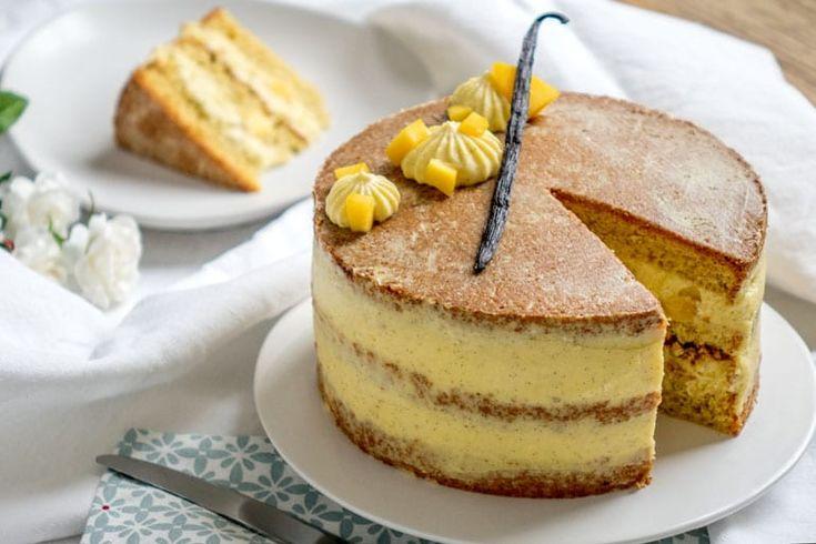 Cette recette de layer cake se compose d'un chiffon cake, d'une mousseline à la vanille et de petits cubes de mangue fraîche.