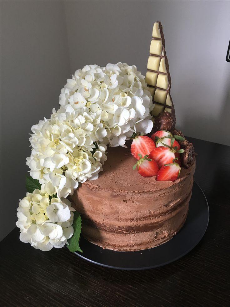 #madebyjo Vanilla/Nutella cake with fresh hydrangeas from my godmothers garden