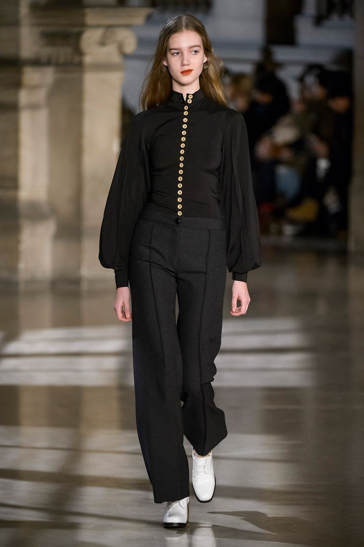 4. Fitted shirt in stretch silk wool, ared pants in thornproof wool, heeled oxford in leather