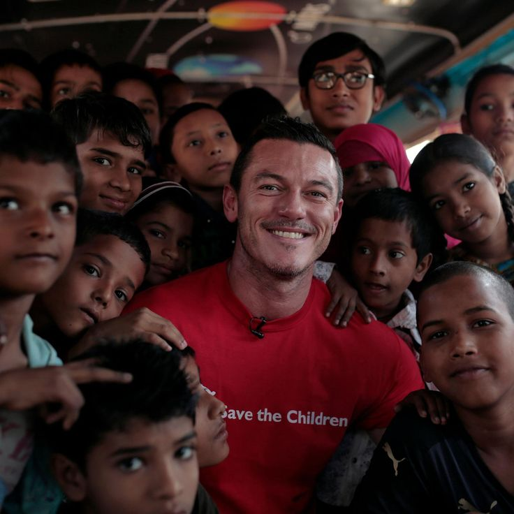 Luke Evans with pupils in a converted bus in India. For many this is the only opportunity to receive a basic education thanks to Save the Children's project in association with Bulgari. Discover how Bulgari is helping to save lives with jewellery that is giving back to charity: http://www.thejewelleryeditor.com/jewellery/article/bulgari-save-the-children-charity-jewellery/ #jewelry