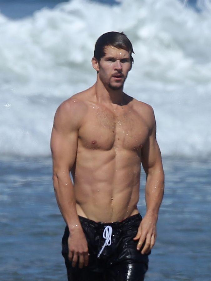 Ryan Kwanten running on Malibu beach
